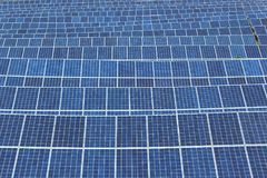 Matrici solari di un sistema fotovoltaico Fotografia Stock