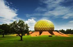 Matrimandir -金黄寺庙在Auroville,泰米尔纳德邦,印度 库存照片