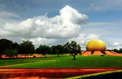 Matrimandir -金黄寺庙在Auroville,泰米尔纳德邦,印度 免版税库存图片