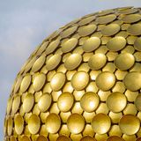 Matrimandir - guld- tempel i Auroville Arkivfoton