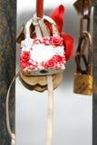 Matrimonio bianco con la rosa ed il primo piano del nastro senza firma immagini stock libere da diritti