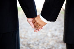 Matrimonio gay - la holding passa il primo piano Fotografie Stock