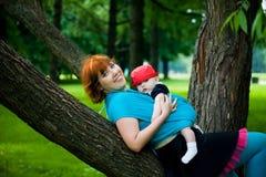 Matriz bonita com filho pequeno Fotos de Stock Royalty Free