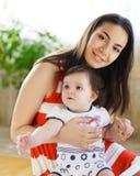 Matriz com o bebé idoso de oito meses Fotografia de Stock