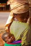 Matriz com o bebê em África Fotos de Stock Royalty Free