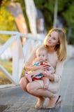 Matriz com seu bebê pequeno Imagem de Stock Royalty Free