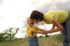 Matriz, criança e dente-de-leão. imagem de stock royalty free