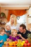 Matriz e criança com lotes das frutas Imagem de Stock Royalty Free