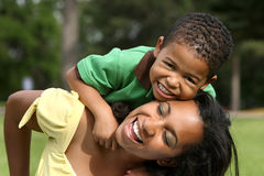 Matriz e criança felizes imagem de stock royalty free