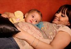 Matriz e criança grávidas Imagens de Stock Royalty Free