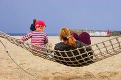 Matriz e criança no hammock Foto de Stock Royalty Free