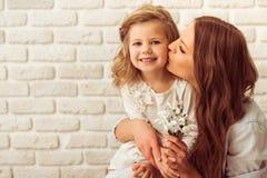 Matriz e filha bonitas imagem de stock