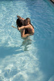 Matriz e filha em uma piscina fotos de stock