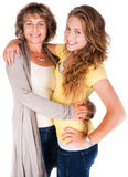 Matriz e filha que abraçam-se Foto de Stock