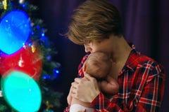 Matriz e filha recém-nascida Natal imagem de stock royalty free