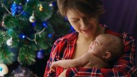 Matriz e filha recém-nascida Natal fotografia de stock