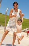 Matriz e filho consideravelmente novos Foto de Stock