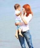 Matriz e filho no fundo do mar foto de stock