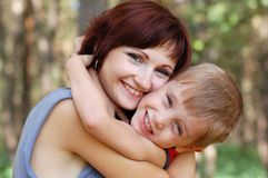 Matriz e menino felizes Fotos de Stock Royalty Free