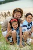 Matriz e miúdos ao ar livre fotos de stock royalty free