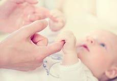 Matriz e seu bebê recém-nascido imagens de stock