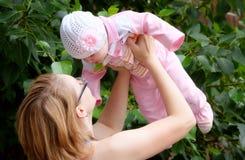 Matriz feliz com filha Fotos de Stock