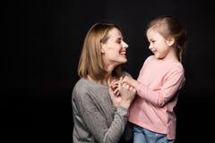 Matriz feliz com filha imagem de stock royalty free