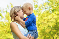 Matriz feliz com filho Imagem de Stock