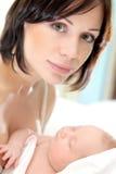 Matriz feliz com um bebê Fotos de Stock Royalty Free
