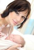 Matriz feliz com um bebê Foto de Stock Royalty Free