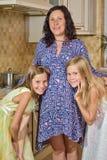 Matriz grávida com sua filha Foto de Stock