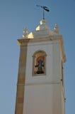 Matriz kyrkliga Klocka torn i Albufeira Royaltyfria Bilder