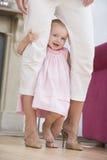 Matriz na sala de visitas com bebê Imagens de Stock
