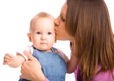 Matriz que beija o bebé foto de stock