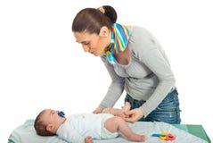 Matriz que fala com seu bebê recém-nascido Fotos de Stock