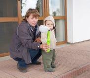 Matriz que joga com bebê Foto de Stock Royalty Free
