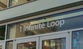 Matrizes de Apple no laço infinito em Cupertino Fotos de Stock