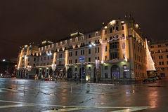 Matropolhotel in 's nachts Moskou Stock Afbeeldingen