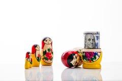 Matryoshka και λογαριασμός εκατό δολάρια Στοκ Φωτογραφία