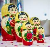 Matryoshka κούκλα που τοποθετείτ&alp Στοκ Εικόνες