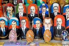 Matryoshka docka och politiker Royaltyfri Fotografi