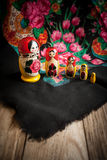 Matryoshka et foulard Photos stock