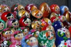 Matryoshka, Frauen-Konzepte, Hintergrund, russisch Lizenzfreie Stockfotos