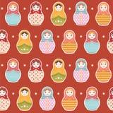 Matryoshka Russisch pop naadloos het herhalen patroon op rode achtergrond - vectorillustratie Royalty-vrije Stock Afbeelding