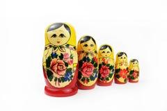 Matryoshka russo del giocattolo della bambola isolato su fondo bianco immagini stock libere da diritti