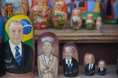 Matryoshkapop met de gezichten van de spelers van Brazilië stock afbeeldingen
