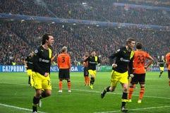 Mats Hummels firar mål under mästareligamatchen mot Shakhtar Arkivbild