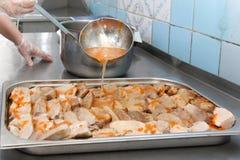 Matsal i armiyu Vad som äter militär Verkligt foto från armén, om livet av soldater Matmilitär Äta lunch en soldat Arkivbilder