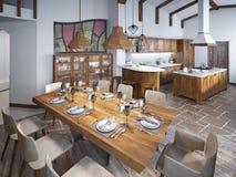 Matsal med den stora äta middag tabellen och höga tak i lofen royaltyfri fotografi