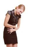 matsmältningsbesvär Kvinnalidande från magen smärtar isolerat Arkivbild